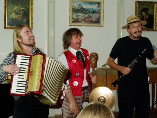 spolu s kolegy Romanem Krásou a Zdeňkem Lindnerem při koncertu učitelů ZUŠ, r.2007