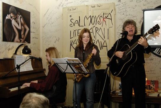 spolu s Jindřichem Krausem a Kristýnou Přibylovou, hrající na alt saxofon